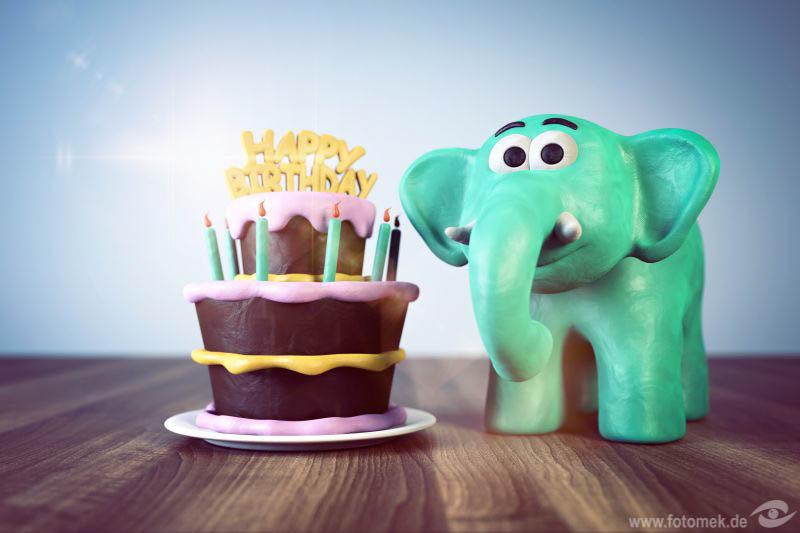 3d Elefant mit Geburtstagstorte aus Knetmasse, happy birthday